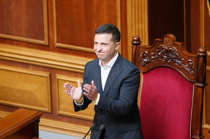 Ukraine president proposes political novice Honcharuk as prime minister