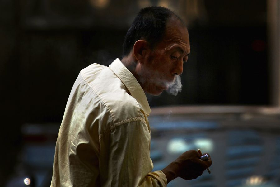 Smokers likely to be more at risk from coronavirus - EU agency