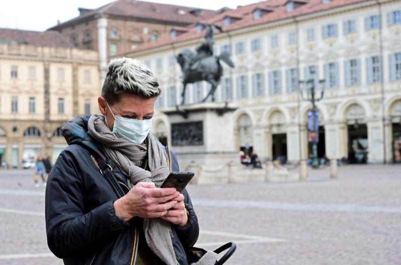 European experts ready smartphone technology to help halt coronavirus spread