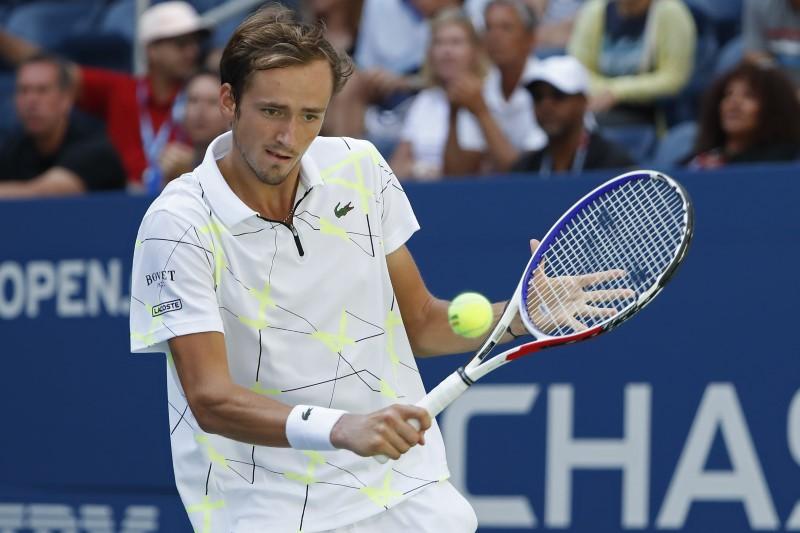 Hurting Djokovic, slow-starting Federer win at rain-hit US Open