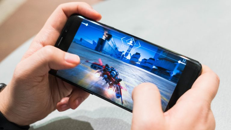 Smartphone gaming better stress reliever than fidget-spinner