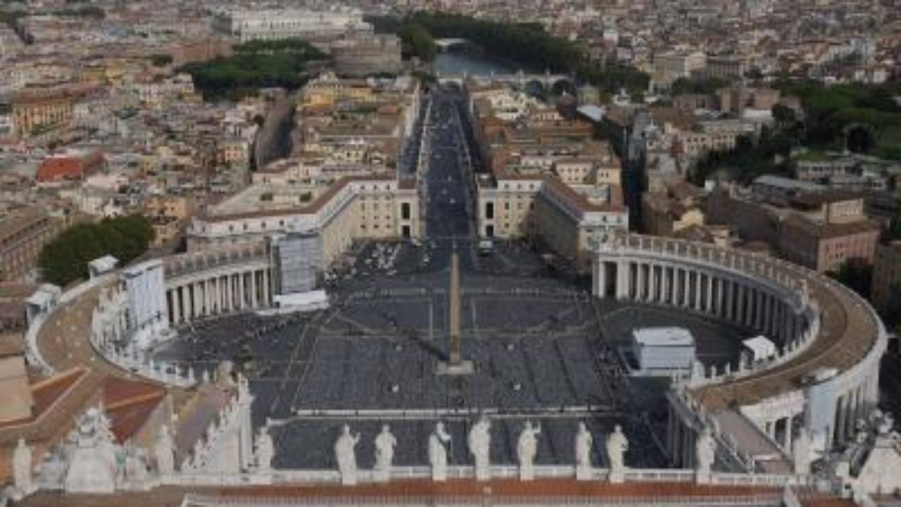 Pope marks Holy Week alone for 1st time in history