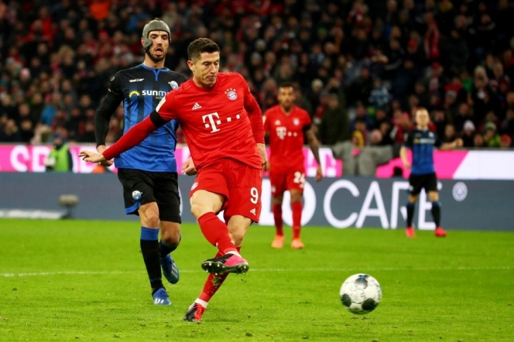 Late Lewandowski goal earns Bayern nervous 3-2 win over Paderborn