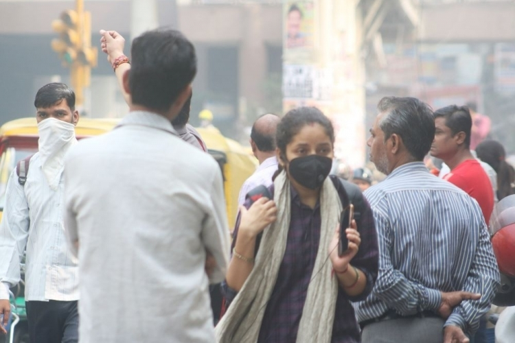 Delhi air slips to 'very poor' category again