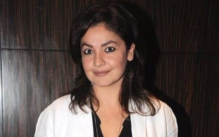 Pooja Bhatt appeals to Bollywood to clean Film City