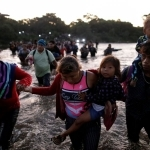 Caravan of hundreds of Central Americans moves into Mexico