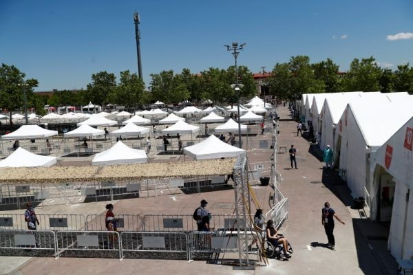 People queue maintaining social distancing as they volunteer to be tested at a temporary testing station where the city council is providing free tests for the coronavirus disease (COVID-19) to residents, in Torrejon de Ardoz, Spain on May 29, 2020. (REUTERS File photo)