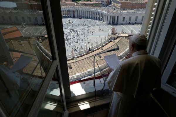 Pope Francis leads the Regina Coeli prayer from his window in the newly reopened St. Peter's Square after months of closure due to an outbreak of the coronavirus disease (COVID-19), at the Vatican on May 31, 2020. (REUTERS Photo)