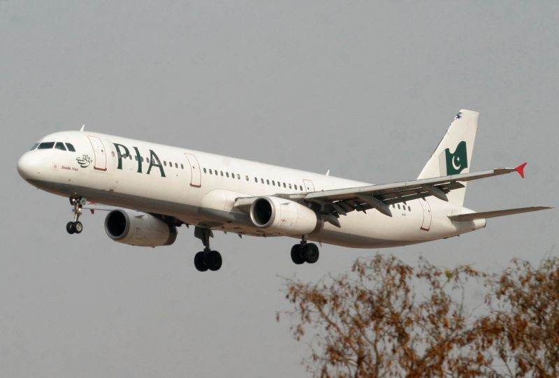 A Pakistan International Airlines (PIA) plane prepares to land at Islamabad airport in Islamabad on February 24, 2007. (REUTERS File Photo)