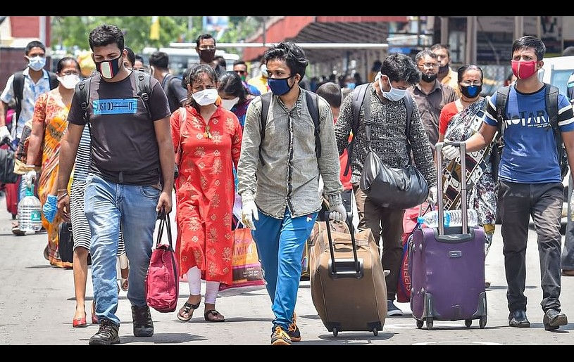 Passengers arrive at Howrah station to board a train, during the 4th phase of nationwide COVID-19 lockdown, in Kolkata on Saturday, 30 May. (Photo: PTI)