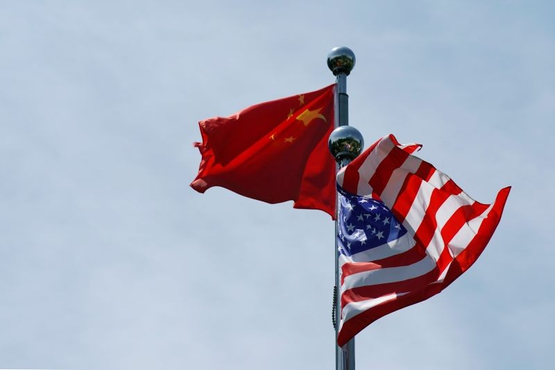 Chinese and U.S. flags flutter near The Bund, before U.S. trade delegation meet their Chinese counterparts for talks in Shanghai, China on July 30, 2019. (REUTERS File Photo)