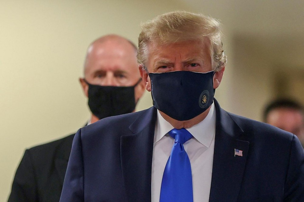 U.S. President Donald Trump wears a mask while visiting Walter Reed National Military Medical Center in Bethesda, Maryland, U.S., July 11, 2020. REUTERS/Tasos Katopodis