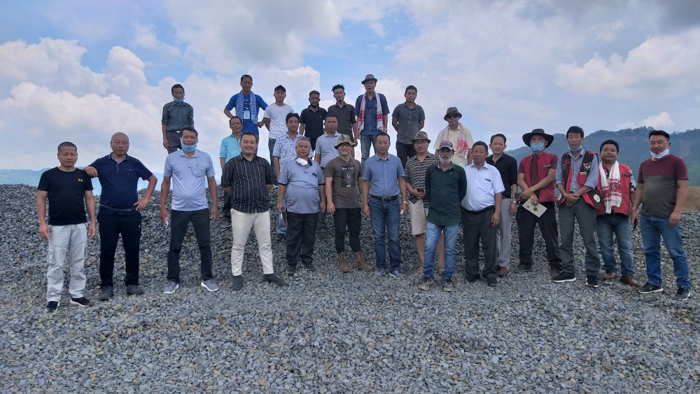 Members of Langpangkong Tzukong Mungdang, Langpangkong Kaketshir Mungdang (Langpangkong Students' Conference), Road Coordination Committee of LTM, Village Council members of Mongsenyimti, Chuchuyimlang and Unger villages during a surprise visit to NH-61 work site under its jurisdiction.