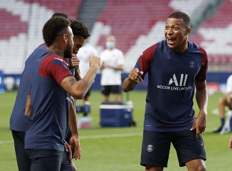 Paris St Germain's Kylian Mbappe and Neymar during training Pool via REUTERS/Matthew Childs