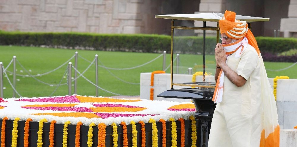 The Prime Minister, Shri Narendra Modi performing parikrama at the Samadhi of Mahatma Gandhi, at Rajghat, on the occasion of 74th Independence Day, in Delhi on August 15, 2020. (PIB Photo)