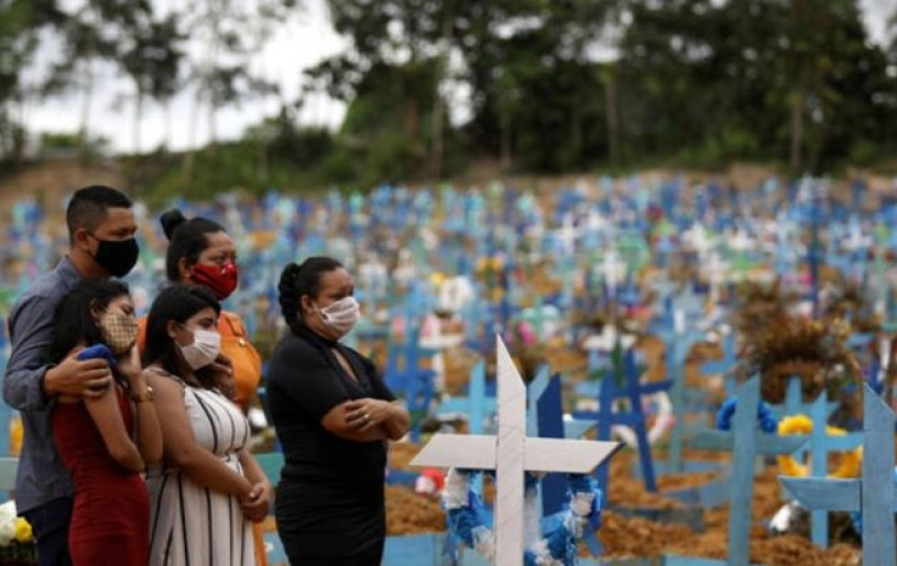 Relatives are seen during a mass burial of people who passed away due to the coronavirus disease (COVID-19), at the Parque Taruma cemetery in Manaus, Brazil, May 26, 2020. REUTERS/Bruno Kelly