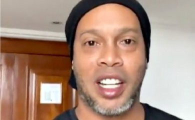 Former Brazil soccer player Ronaldinho announces he has tested positive for COVID-19 and is self-isolating in this still image obtained from Instagram video, October 25, 2020. Ronaldinho via Instagram/via REUTERS