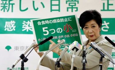 Tokyo Governor Yuriko Koike speaks at a news conference on city's response to the coronavirus disease (COVID-19) outbreak, in Tokyo, Japan, November 19, 2020. REUTERS/Issei Kato