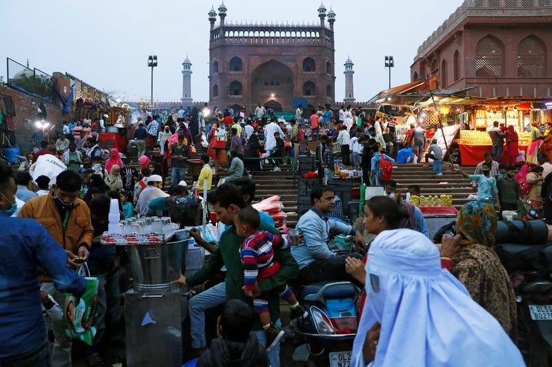People shop at a market, amid the coronavirus disease (COVID-19) outbreak, in front of the Jama Masjid (Grand Mosque) in the old quarters of Delhi, November 16, 2020. REUTERS/Adnan Abidi