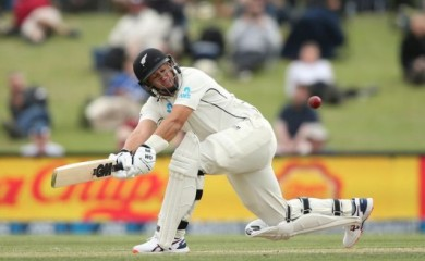 Cricket - New Zealand v India - Second Test - Hagley Oval, Christchurch, New Zealand - March 2, 2020 New Zealand's Ross Taylor in action REUTERS/Martin Hunter