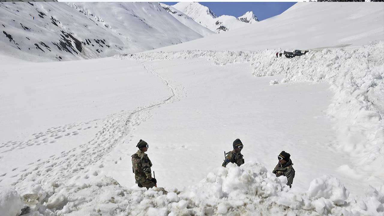 10 killed in Kashmir avalanches