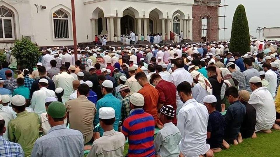 People offered namaz in the morning at Mohalla mosques in various parts of Srinagar. (ANI Photo )