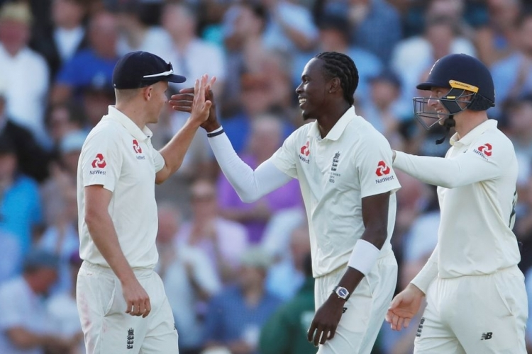 Six-wicket Archer gives England advantage over Australia