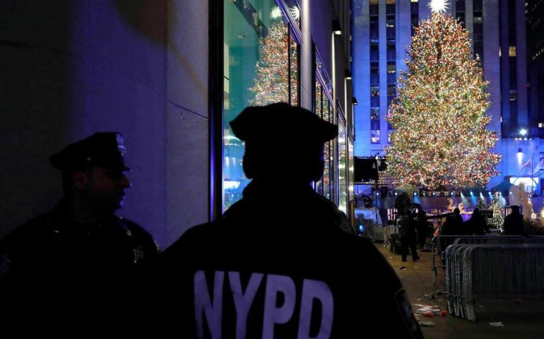 Christmas arrives in NYC with lighting of Rockefeller Center tree