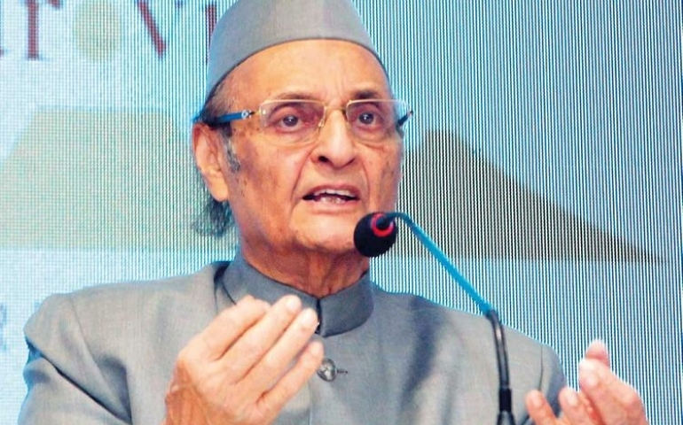 'Man who knows too much' -- Karan Singh -- says tread cautiously on Art 35A, 370