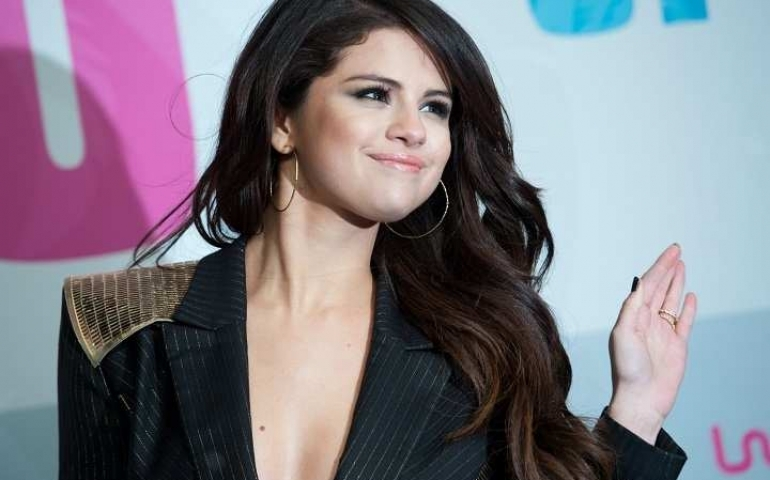 Selena Gomez stalking Justin Bieber on Instagram?