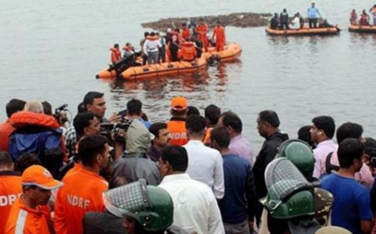 Seven killed as tourist boat capsizes in Godavari